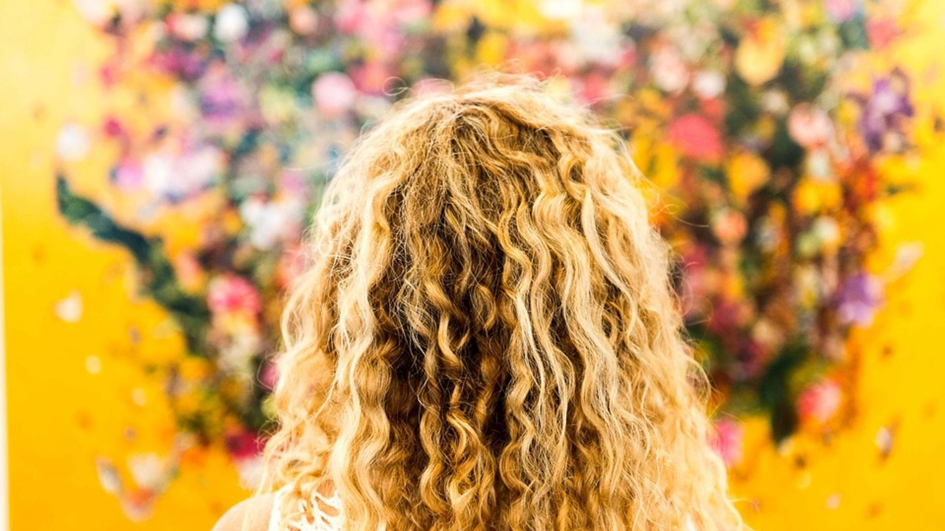 How To Keep Your Curly Hair From Looking Like A Mess While Traveling