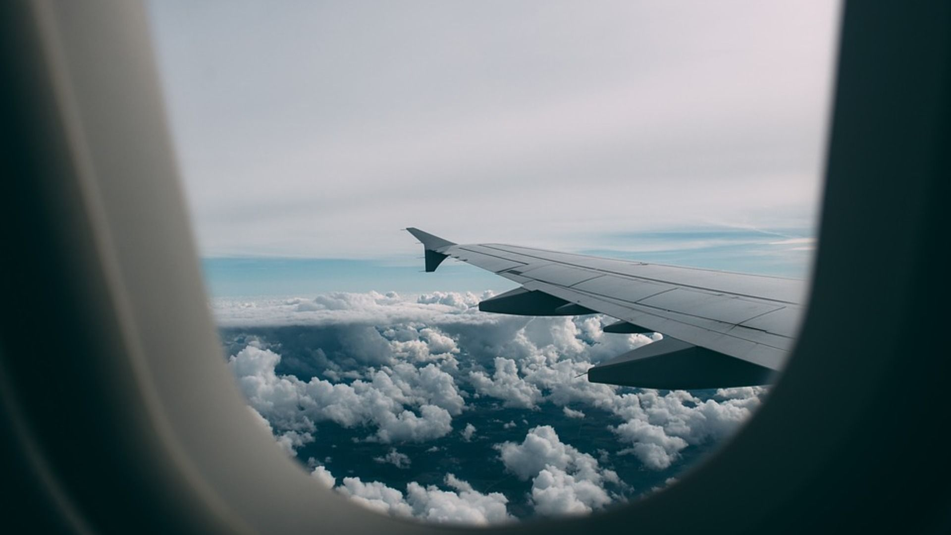 Six All-Natural Ways To Ease Your Flying Anxiety