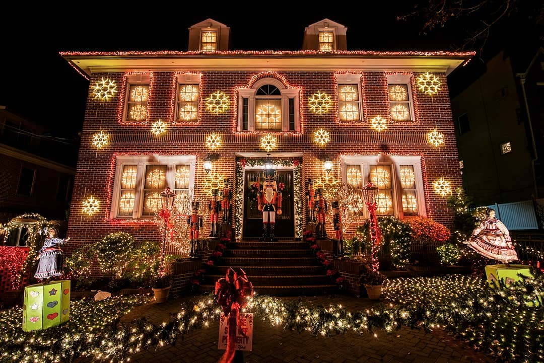A 2019 Guide To Dyker Heights Holiday Lights (+Other NYC Displays)
