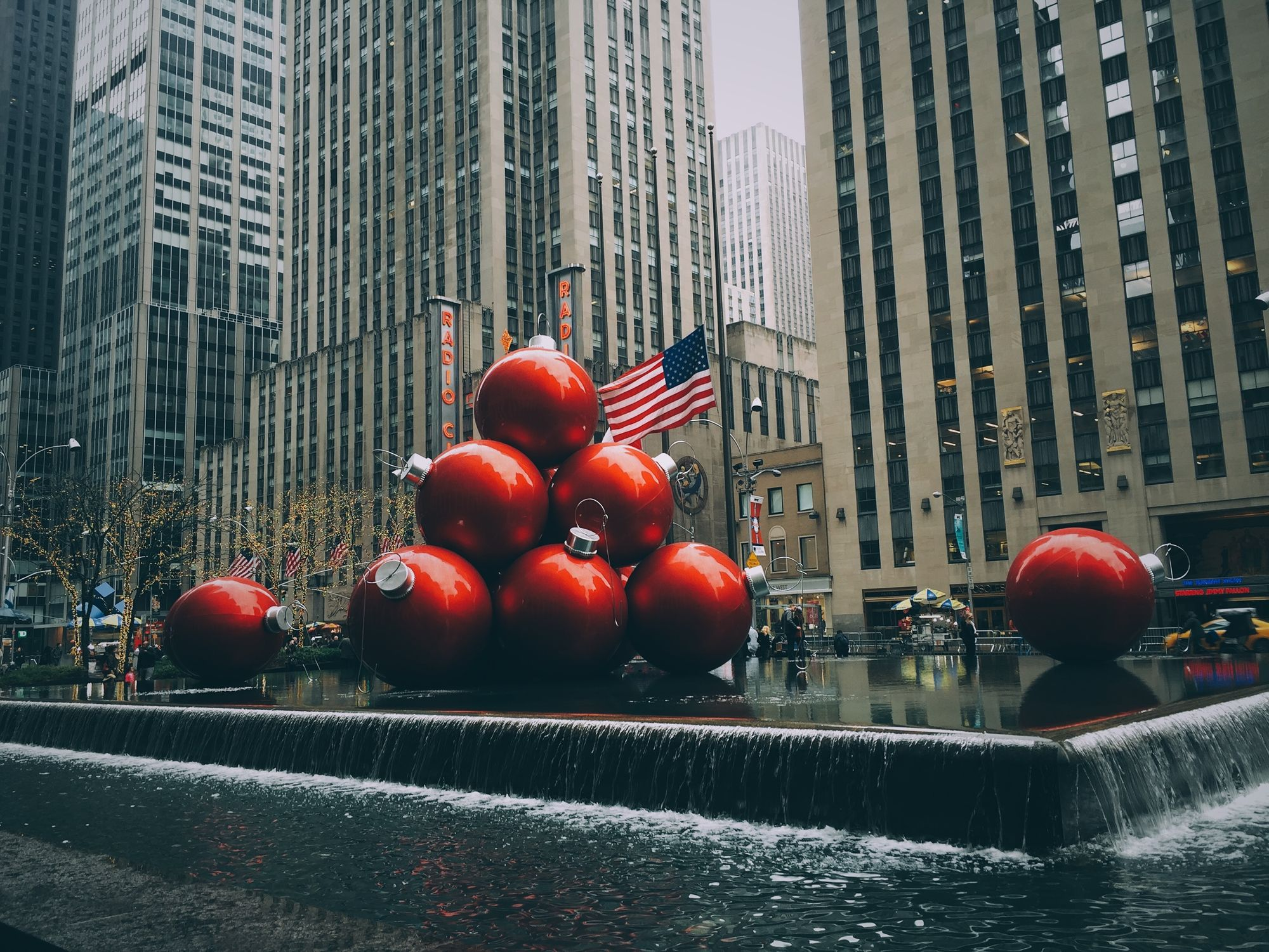 What To Do On Christmas Day In NYC, London, Tokyo, & Barcelona